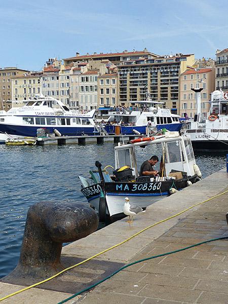petit bateau de pêche à Marseille