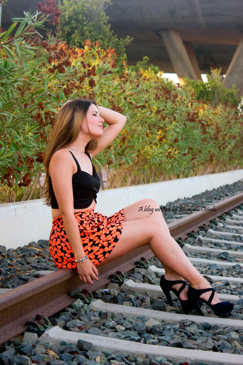falda estampado flúor tacones negros marypaz heelsandroses elisabeth oviedo blogger barcelona malagueña (2)