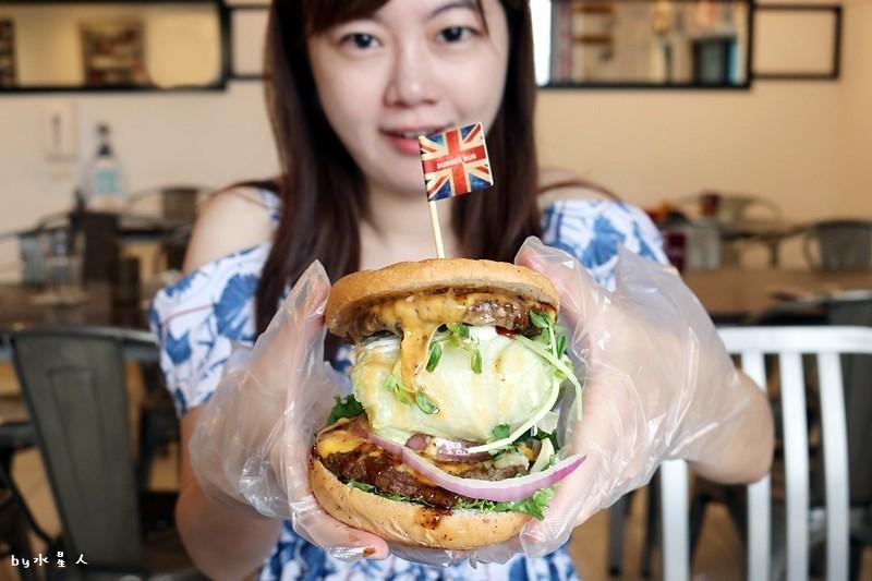 36717039953 e074ff3182 b - 熱血採訪| 漢堡巴士Burger Bus,台中也能吃到道地的英式傳統早餐和英式漢堡,英倫工業風裝潢輕食咖啡