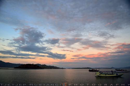 indonesia komodonationalpark komodoisland d750 nikkor teeje nikon2470mmf28 lbwarmingcpl bat island morning clouds sea