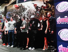 2017-Avengers Cast Photo at the Marvel Booth at SDCC-01