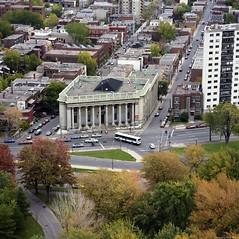 Vue aérienne de la bibliothèque centrale. 9 octobre 1987. VM94-B265-021. Archives de la Ville de Montréal.