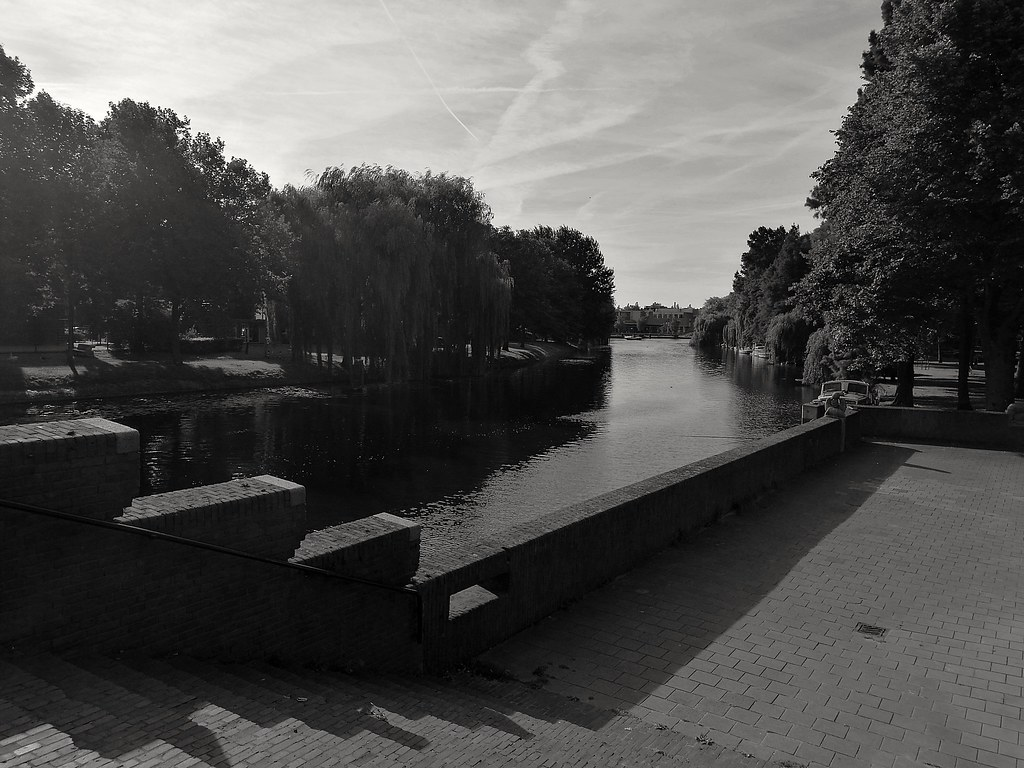Bij De Zeeleeuwen.  #PhoneCam #Monochromo #Abstract