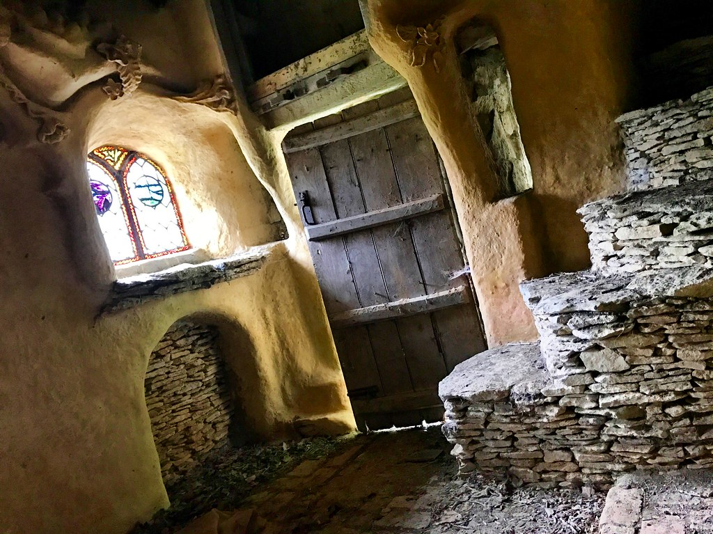 Exploring a Hobbits House in a secret location in the U.K.