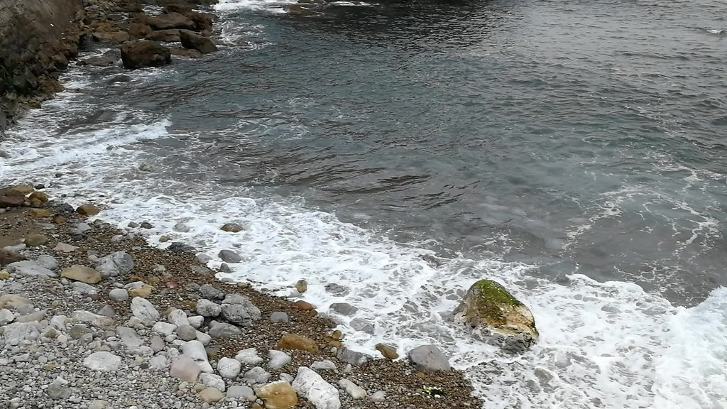 Salinas, playa del Cuerno con marea alta