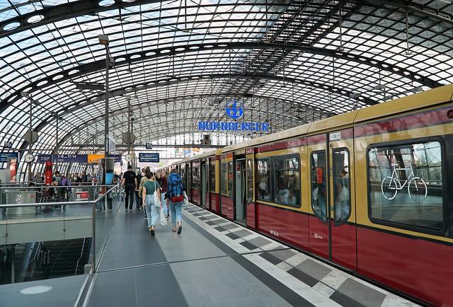 Berlin Hauptbahnhof, Sony ILCE-6000, Sony E PZ 18-105mm F4 G OSS