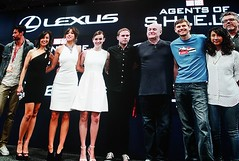2017-Agents of SHIELD Cast Photo at the Marvel Booth at SDCC-01