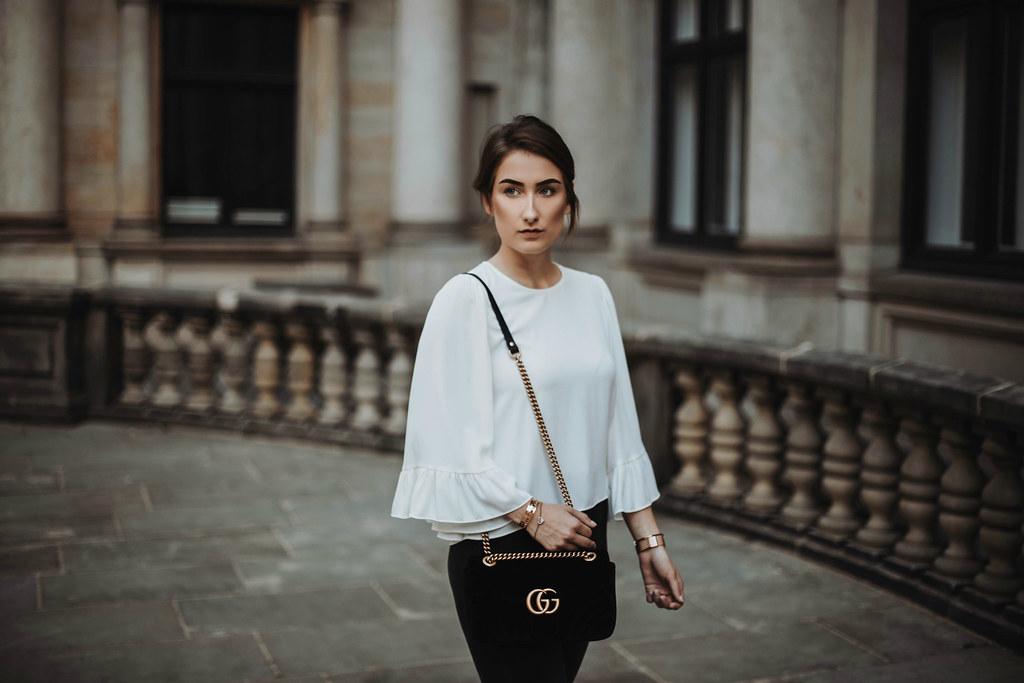Outfit mit Gucci Marmont Samt Schwarz Tasche
