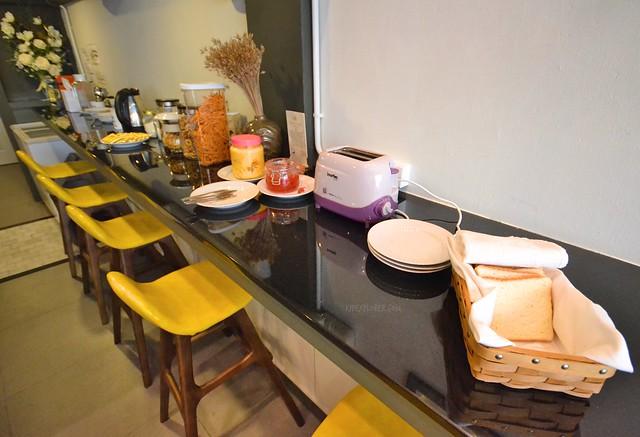 brb hostel bangkok silom breakfast