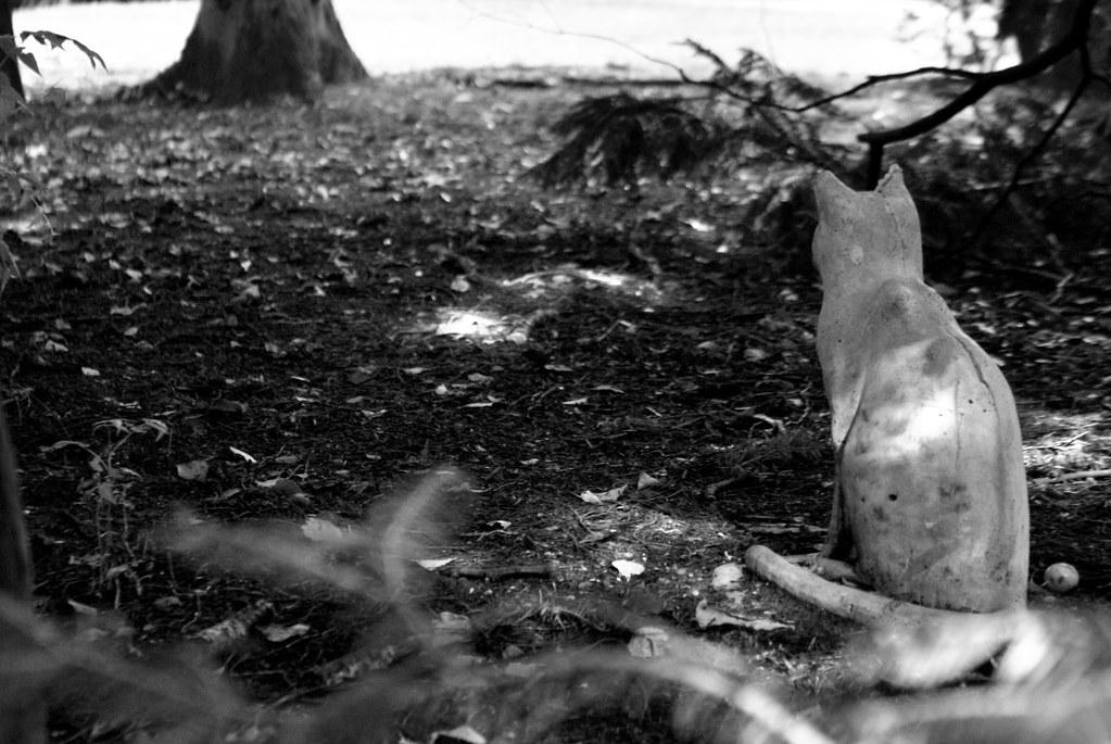 Un des chats en pierre du cimetière Assistens Kierkegaard à Copenhague pour effrayer les rats ?