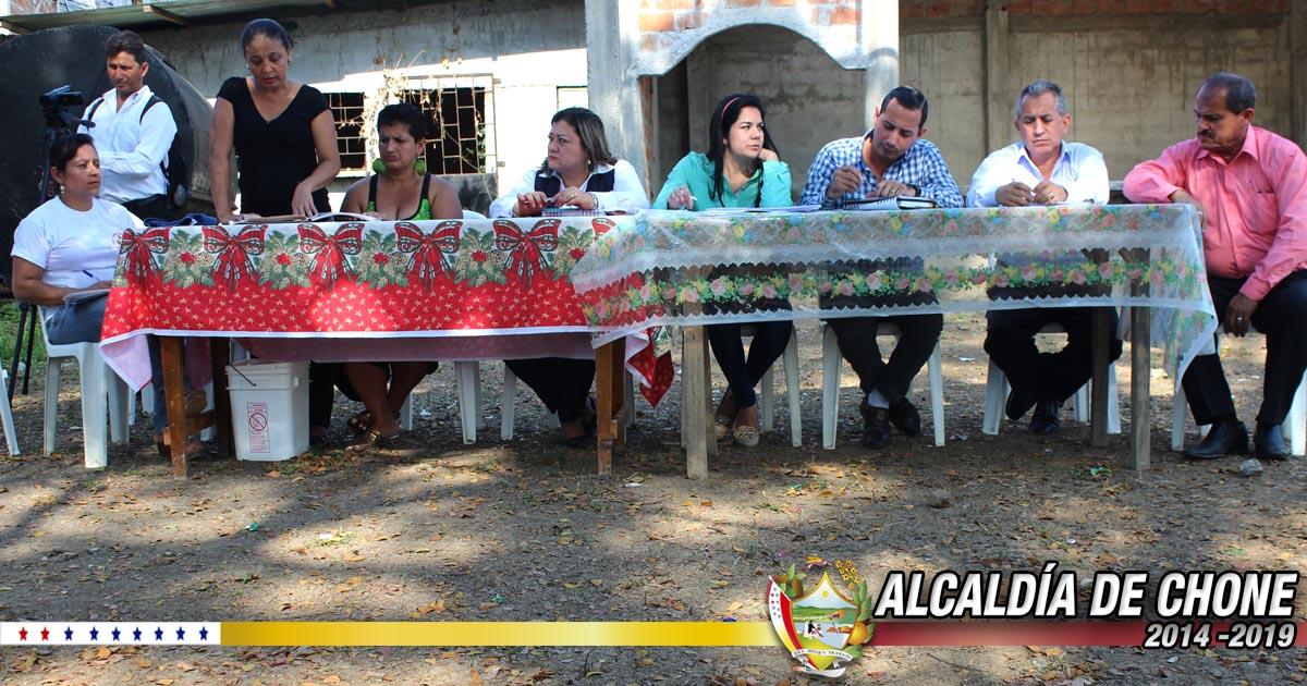 Técnicos municipales y moradores de Nuevos Horizontes coordinaron acciones