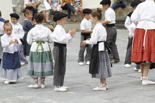 Adunako Jaiak17: Umeen dantza eta axeri dantza