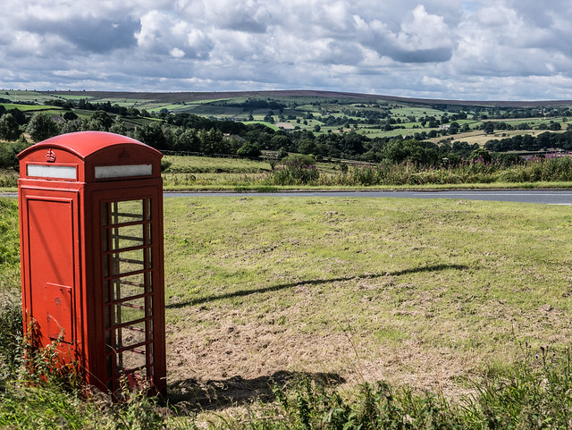 Yorkshire phone box, Panasonic DMC-GX7, Lumix G Vario 14-45mm F3.5-5.6 Asph. Mega OIS