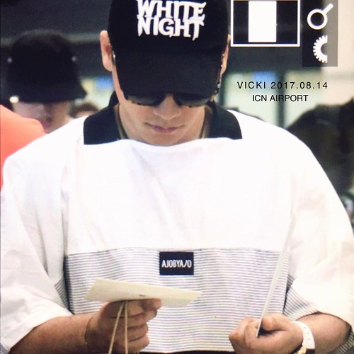 Seungri Arrival from Bali 2017-08-14 (17)