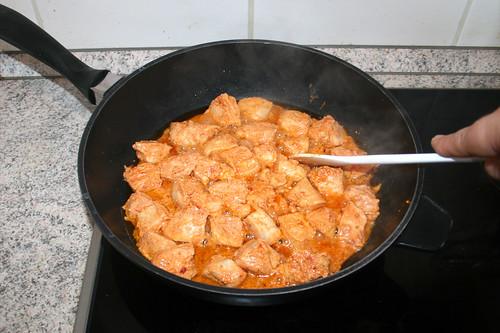 45 - Hähnchenbrustwürfel anbraten / Fry chicken dices