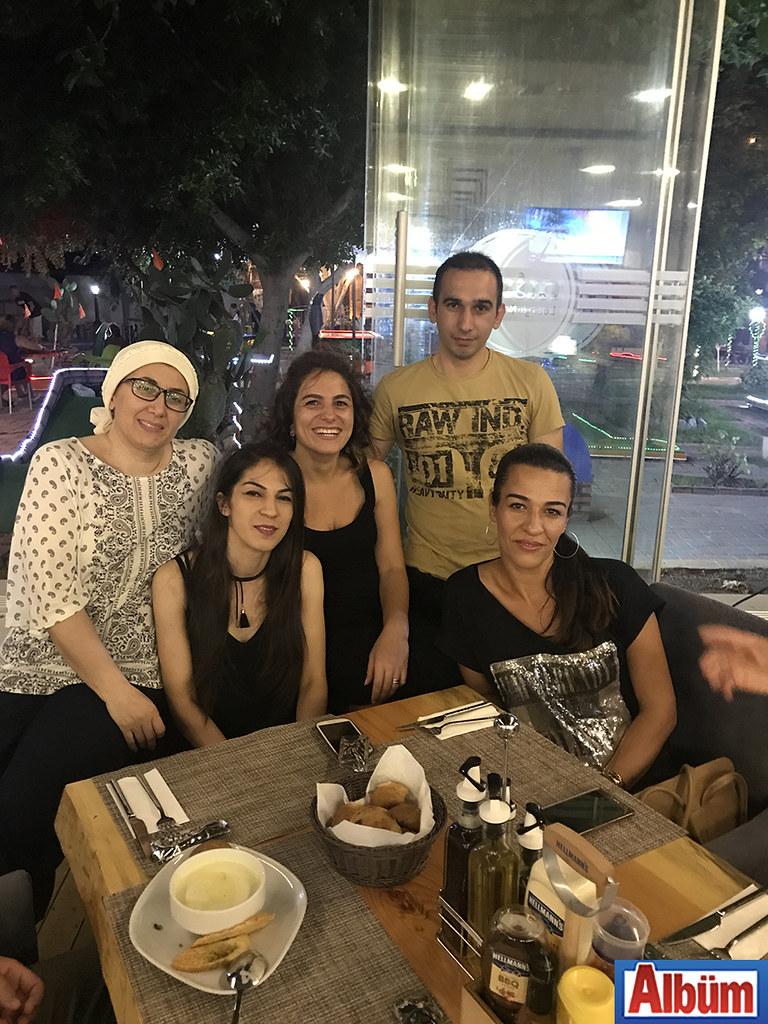 Şule Tüzün Gökce ve ekip arkadaşları Mixx Lounge'de keyifli bir akşam geçirdi