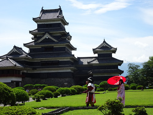 松本城は烏城の愛称で親しまれてます。