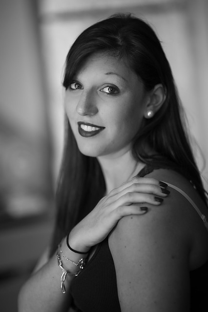 Elodie  : Portrait using the D700 Nikon and the 85 mm 1.4AFD