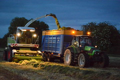 Claas Jaguar 890 SPFH filling a Broughan Engineering Mega HiSpeed Trailer drawn by a Deutz Fahr Agronton 165.7 Tractor