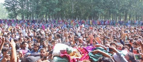 Thousands-of-people-participated-in-the-funeral-of-LeT-commander-on-Thursday-in-Pulwama-701x303