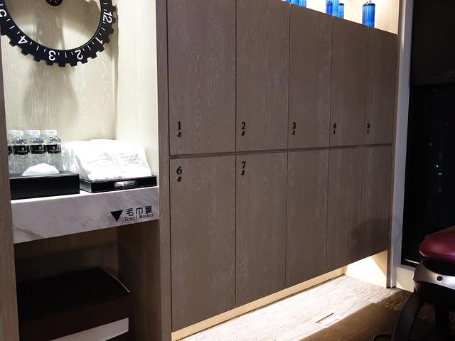 健身房有置物櫃、毛巾與礦泉水@高雄喜達絲飯店