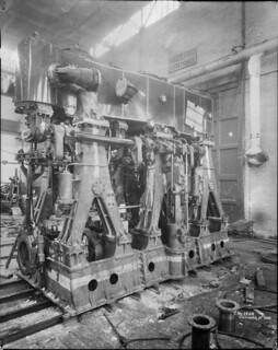 Canadian Vickers Ltd.'s triple-expansion steam engine for the CGS Saurel, Montréal, Québec / Machine à vapeur à triple expansion de la compagnie Canadian Vickers Ltd. pour le navire Saurel de la GCC, Montréal (Québec)