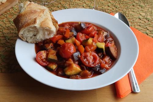 Ratatouille mit Baguette
