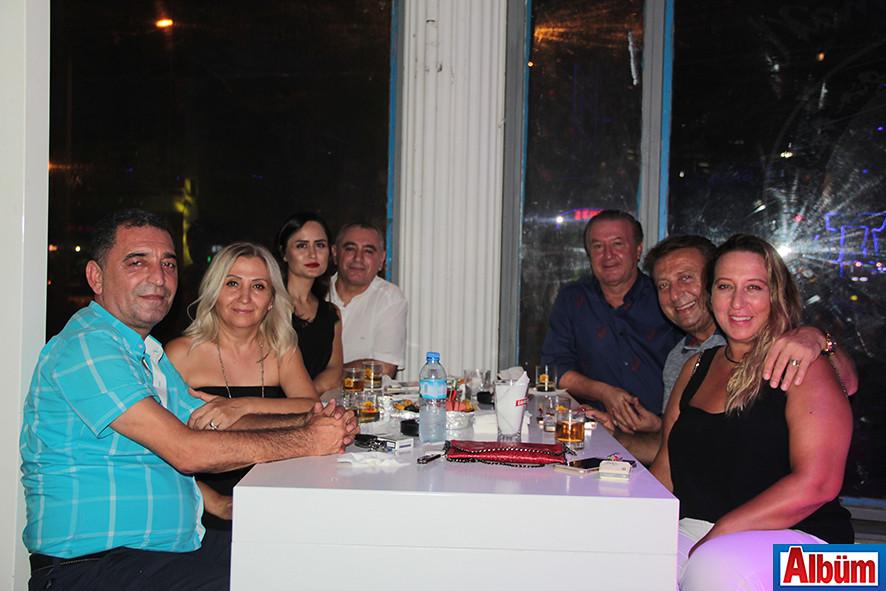 Kamil Köseoğlu, Dilaver Çekiç, Ali Hancı da eşleri ile birlikte keyifli bir akşam geçirdi.
