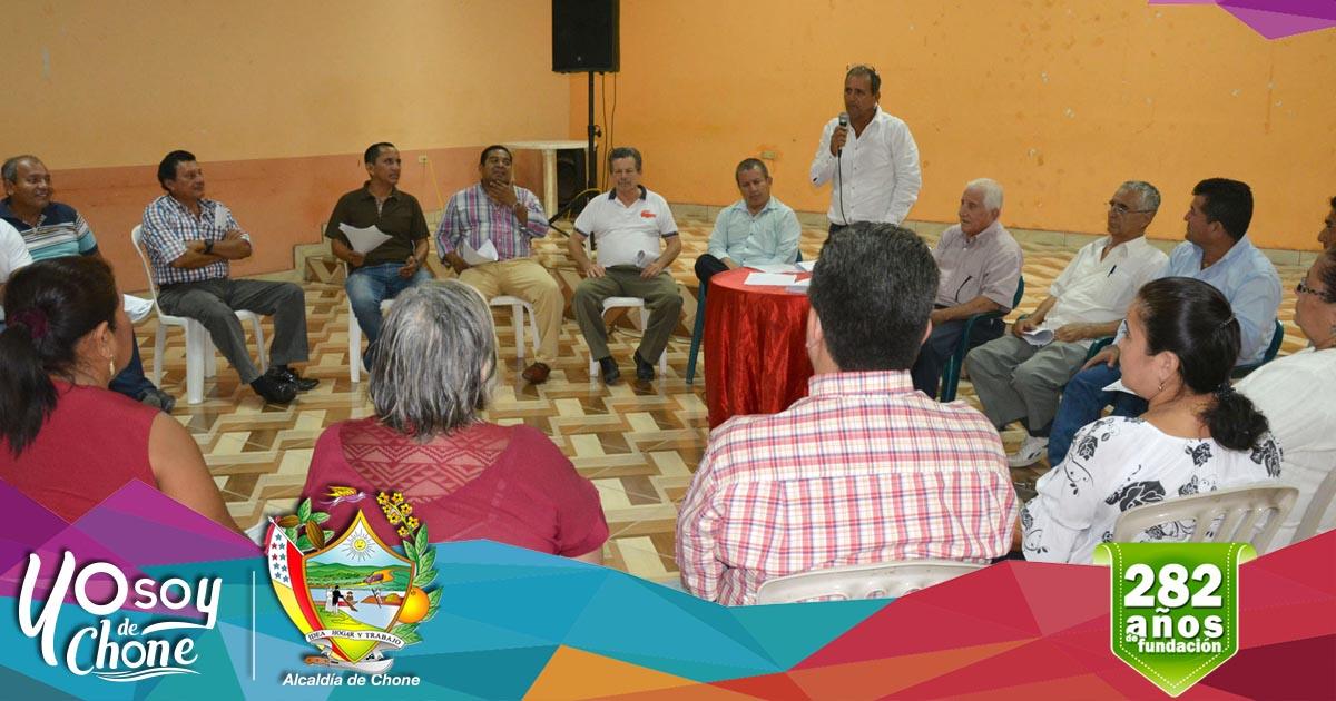 Dirigentes barriales se reunieron en apoyo a la gestión municipal y construcción del nuevo mercado de Chone