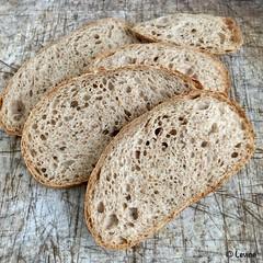 Bruin brood met volkorendesem