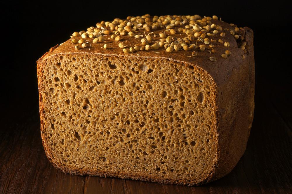 Его принципиальное отличие от все других видов хлеба - збожие печется из дробленного зерна.