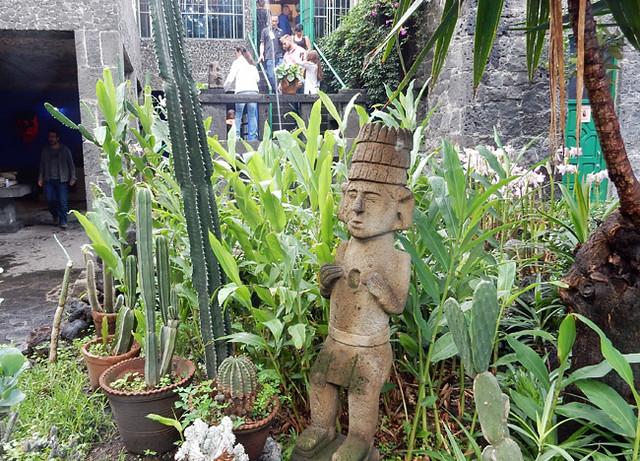 frida-museum-courtyard