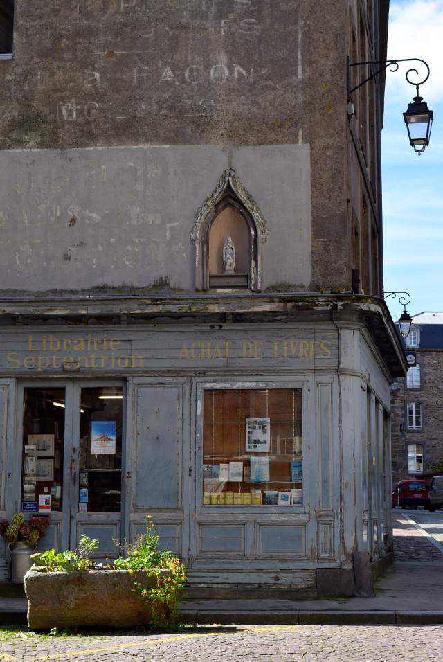 Old Library in St. Malo | www.rachelphipps.com @rachelphipps