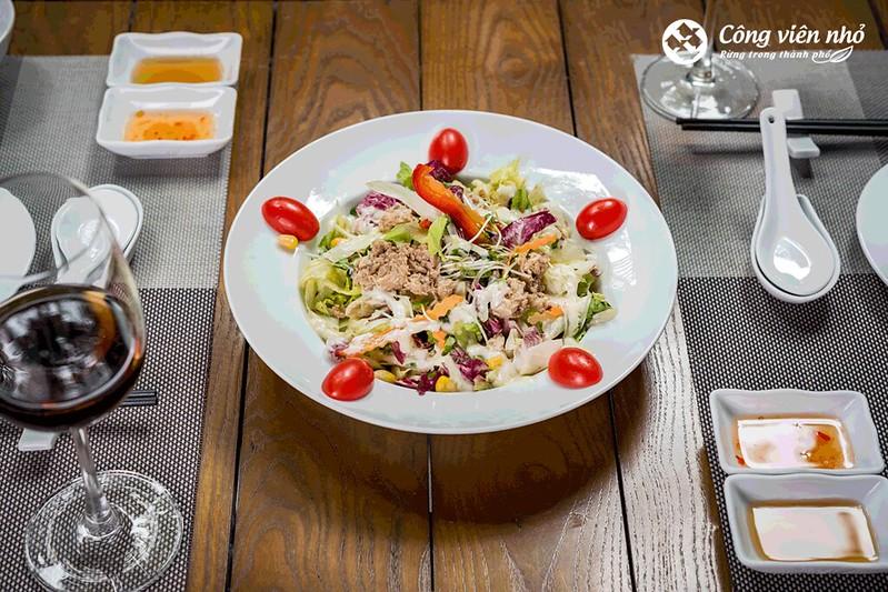 món salad