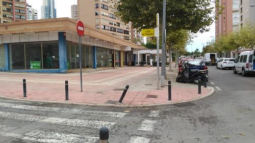 Local comercial de 44 m2 orientado al sur, ideal para cualquier negocio. Solicite más información a su inmobiliaria de confianza en Benidorm  www.inmobiliariabenidorm.com