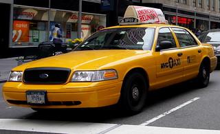 Ford_CrownVictoria_NY_1998_R1