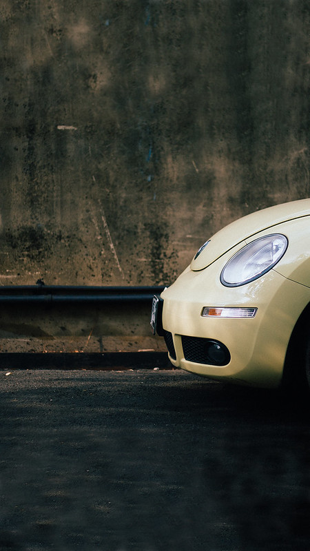 Beige-Volkswagen-Beetle-iPhone-8-HD-Wallpaper