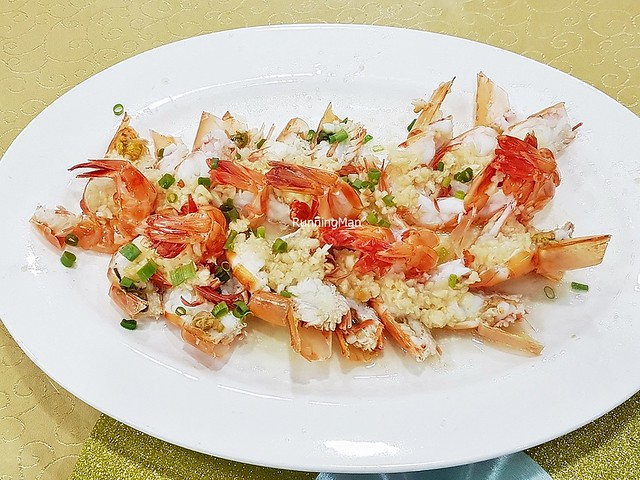 Fresh Prawns Steamed With Garlic