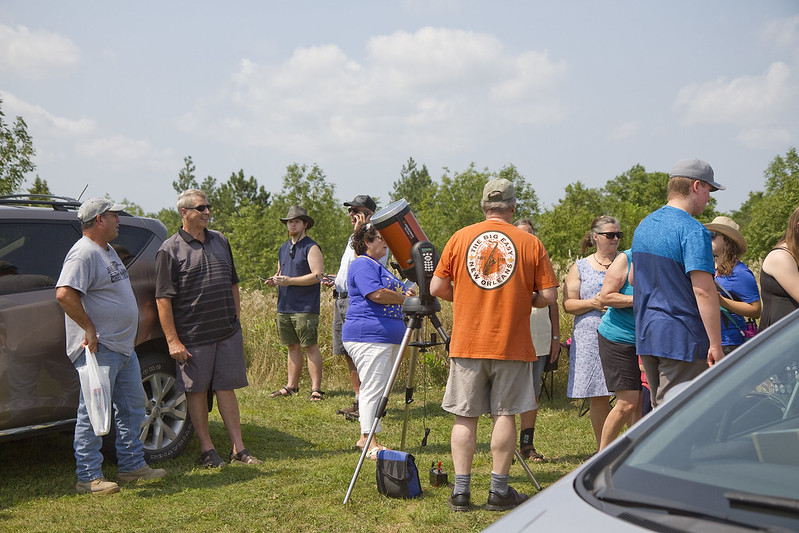 solar eclipse - telescopes and crowd
