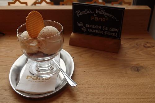 Eis der Sorten Mousse au Chocolat, Weiße Schokolade und Caramel (im Pano in Minden)