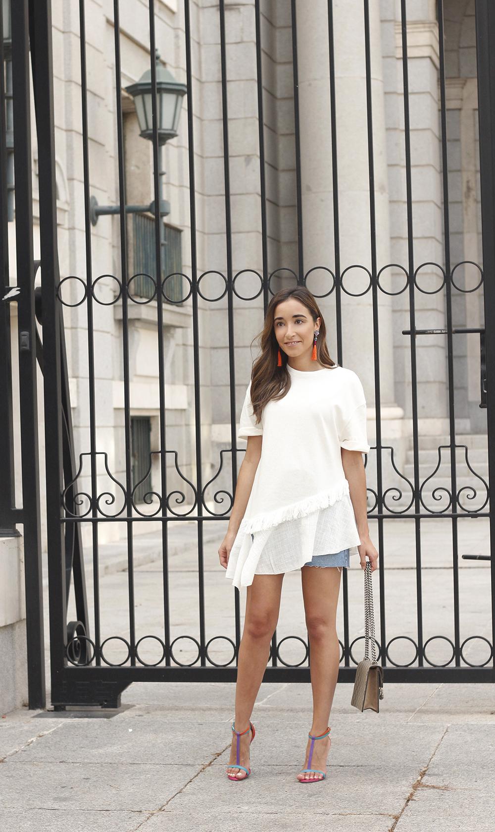 white blouse denim skirt carolina herrera sandals gucci bag summer girl outfit07