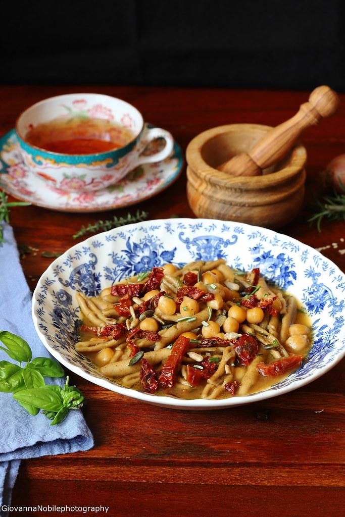 Pasta con i ceci, pomodori secchi e scalogno 2