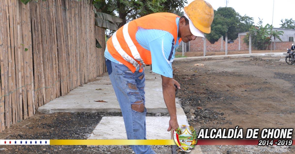 Trabajos en la calle Gonzalo Rivadeneira por culminar
