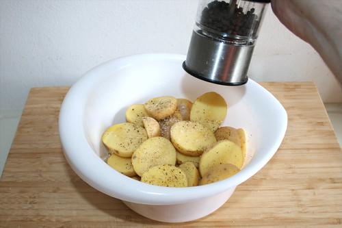 16 - Kartoffeln mit Salz & Pfeffer würzen / Season potatoes with salt & pepper