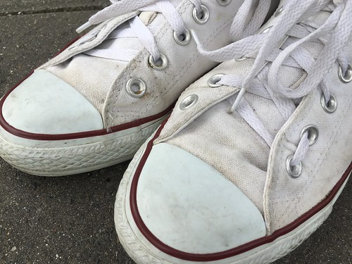 Cleaning white converse sneakers | EvinOK.com
