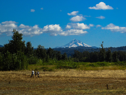mthood landscape sandydelta 1000acres outside sky clouds latesummer oregon