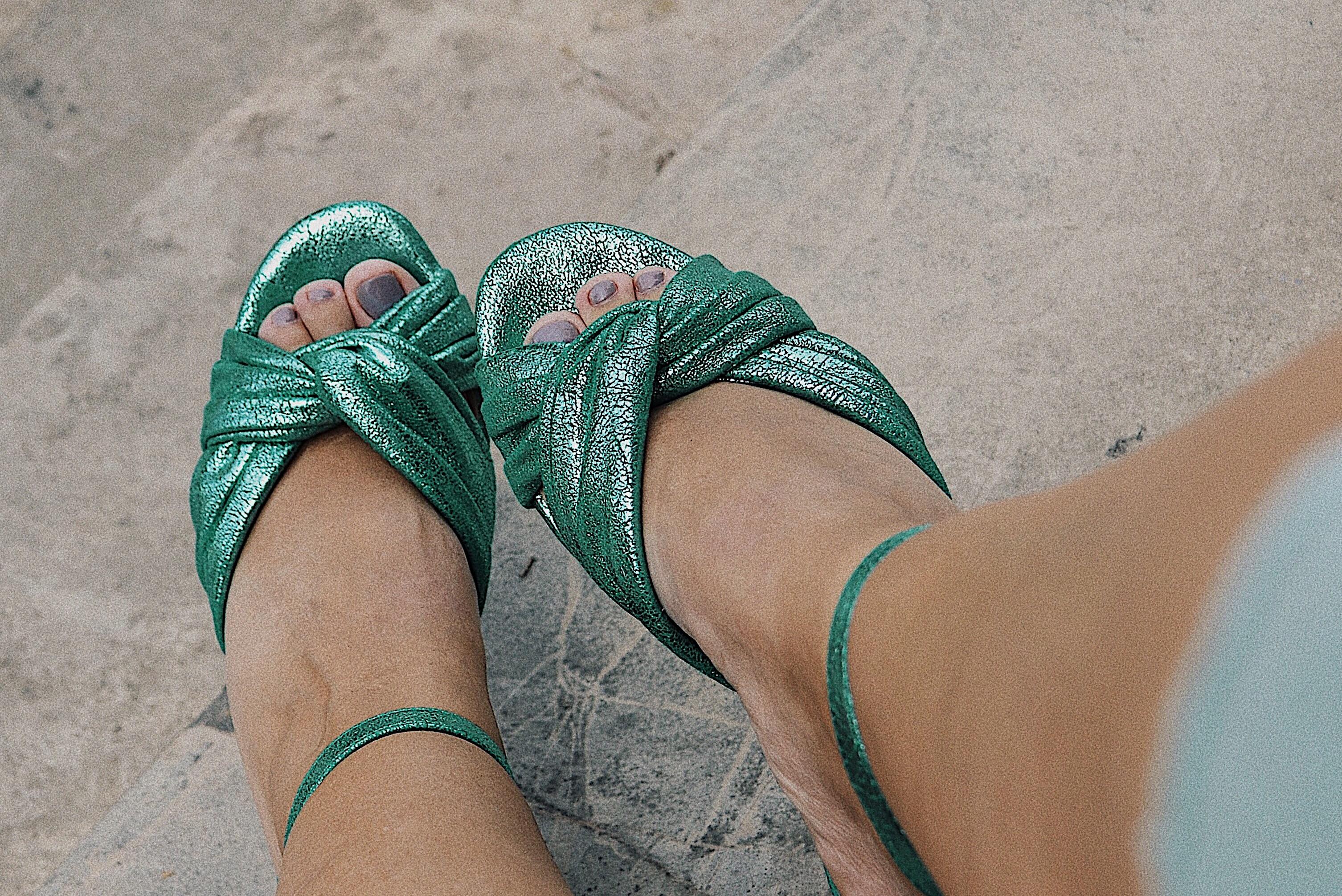 zapatos verde metálico zara