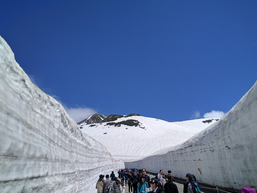 Snow-wall (yuki no otani) at Murodo Tateyama