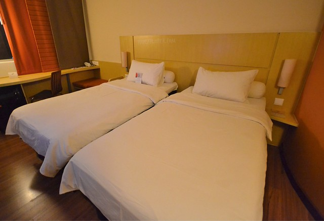 ibis bandung pasteur standard two single beds