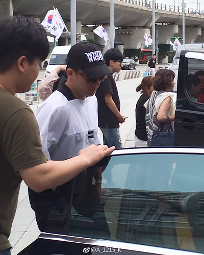 Seungri Arrival from Bali 2017-08-14 (1)